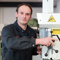 Motoreninstandsetzer Mike Grundig