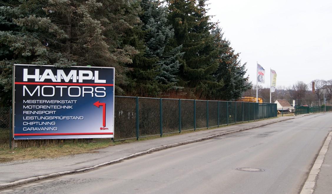 Zufahrt zu Hampl Motors